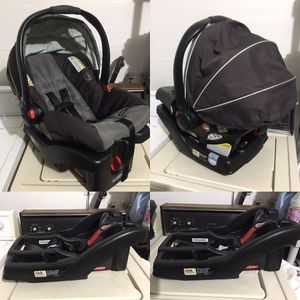 Graco 30 Infant Car Seat With Click Connect Base for Sale in Modesto, CA