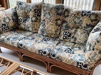 Wicker Floral Lounge Set for Sale in Grosse Ile Township,  MI