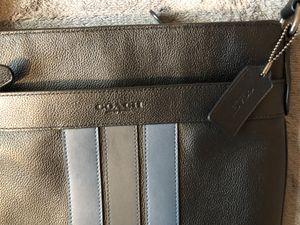 Coach Men's Messenger Bag (CLEAN!!) for Sale in Miami, FL