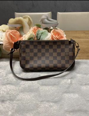 Louis Vuitton pouchette shoulder mini bag for Sale in Niles, IL
