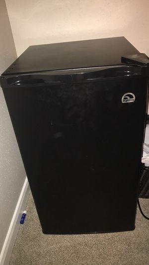 3.2 Cubic Ft Compact Mini Fridge Black (Barely Used) for Sale in Houston, TX