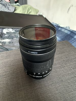 Canon EF-S 18-135mm zoom lens f/3.5 - 5.6 IS STM for Sale in Orland Park, IL