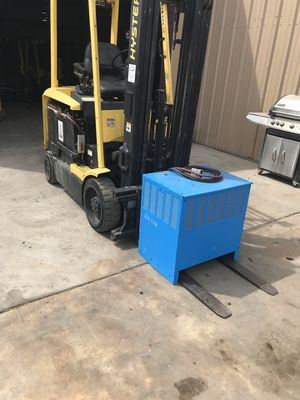 Hyster electric forklift with 2 chargers for Sale in Tonto Basin, AZ
