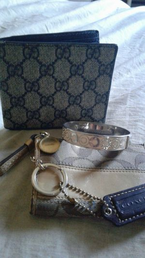 Gucci wallet Coach bracelet and change pouch for Sale in San Jacinto, CA