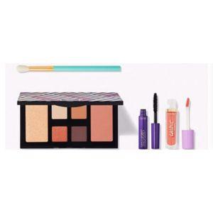 Tarte Makeup Gift Set for Sale in Santa Ana, CA