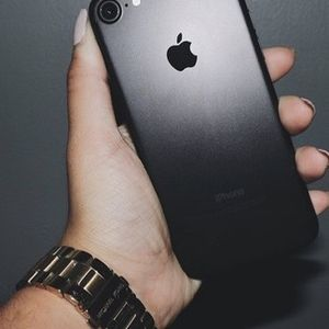 Unlocked iPhone 7 32gb Black for Sale in Providence, RI