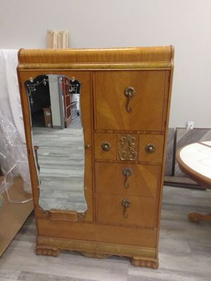 Antique armoire in great condition for Sale in Douglasville, GA