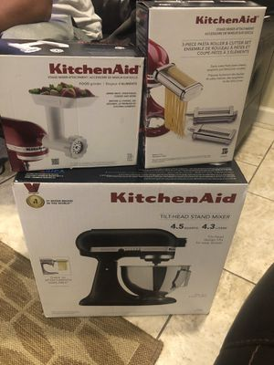 Kitchen aid mixer with attachment for Sale in Downey, CA