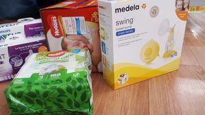 Breastpump w/ newborn accessories for Sale in Auburn, WA