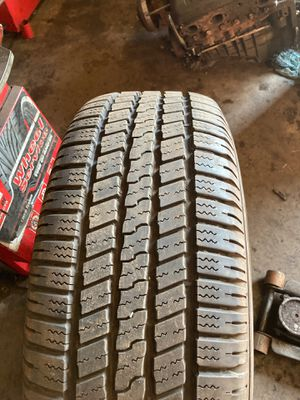 275/60/20 Goodyear Wrangler SRA tire (1) for Sale in Carol Stream, IL