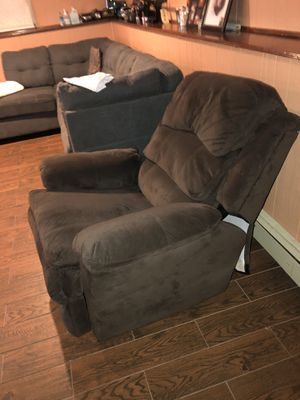 Brown Recliner (Barely used) for Sale in Boston, MA