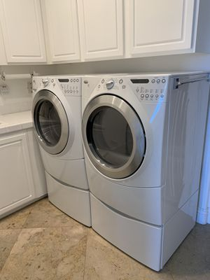 Whirlpool Duet Steam washer & Dryer White with matching pedestals for Sale in San Clemente, CA