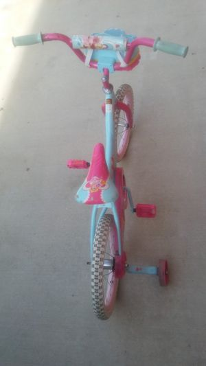 Small girl bike with basket for Sale in Houston, TX
