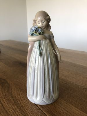 Lladro Petals Caress Figurine for Sale in Los Angeles, CA
