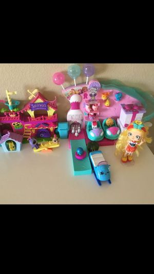 Like new Kids toys Nice Shopkins, Shopkins with Display Case for Sale in El Monte, CA