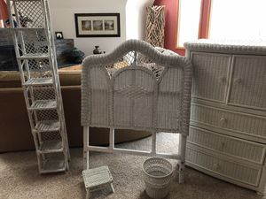 Twin White Wicker Bedroom Set for Sale in Spring Grove, IL
