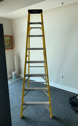 8 foot fiberglass Electro-Master ladder rated to 300 pounds for Sale in Atlanta, GA