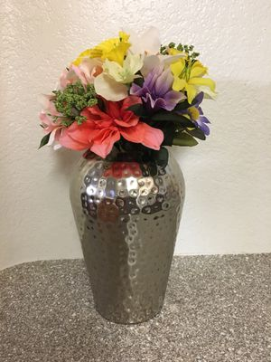 Vase with flowers 💐 for Sale in Las Vegas, NV