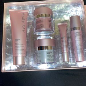 Mary Kay Time Wise Repair Set for Sale in Signal Hill, CA