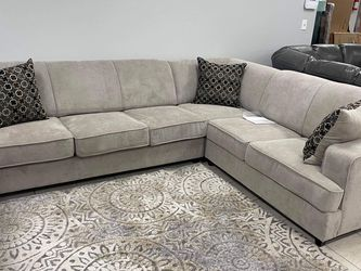 Very Comfortable Sleeper Sectional Comes With The Mattress Inside for Sale in Fort Worth,  TX
