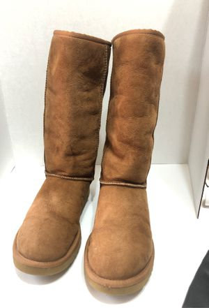 Ugg women boots size 9 for Sale in Dearborn, MI