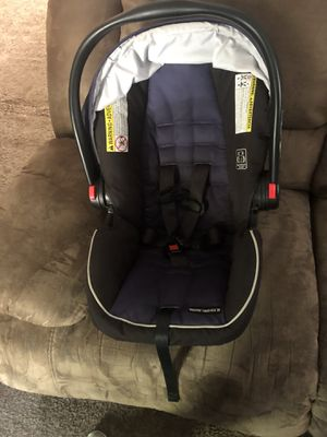 Graco infant car seat and base for Sale in Topeka, KS