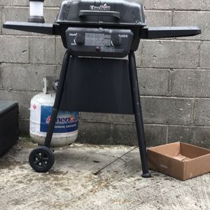 Charbroil Grill With Tank for Sale in Philadelphia, PA