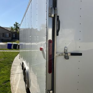 20 X 8.5 look Enclosed Trailer for Sale in Yucaipa, CA