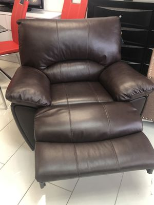 ULTRA COMFY MOTION RECLINER leather for Sale in Hialeah, FL