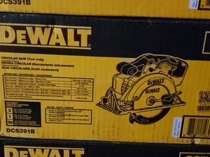 DEWALT 20-Volt 6-1/2 in. MAX Lithium-Ion Cordless Circular Saw (Tool-Only) for Sale in Greenville, SC