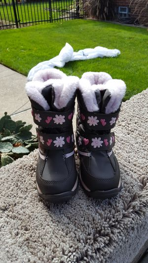 Little girls thinsulate boots for Sale in Taylor, MI