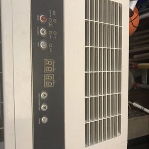 Fried rich Dehumidifier 50 Pint for Sale in Copiague, NY