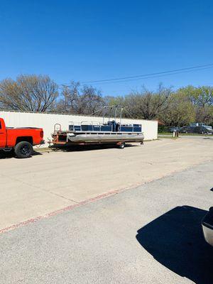 24 foot pontoon, new floor, carpet, wheel bearing, tires, 115hp Yamaha for Sale in Fort Worth, TX