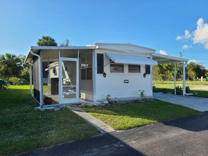 Beautiful Mobile Home in Waterside Community for Sale in Port Charlotte, FL