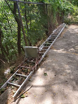 24ft Aluminum Ladder Deer Stand for Sale in Haverhill, MA