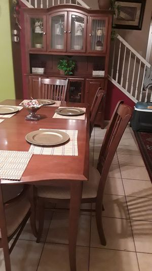 Dining room table with 6chairs and china hutch like new for Sale in Victorville, CA