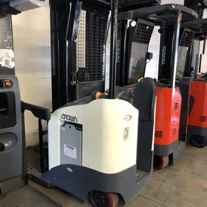 2010 Crown Reach Truck Forklift for Sale in Mount Baldy, CA