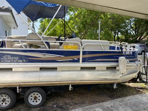 22ft Suntracker Pontoon Boat For Sale - Yamaha 115hp Engine for Sale in North Miami Beach, FL