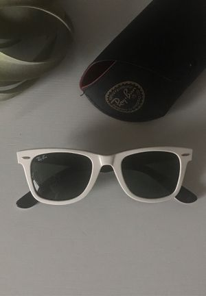 Ray-Ban Wayfarer Sunglasses for Sale in Chicago, IL