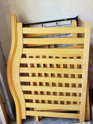 Crib NO MATTRESS for Sale in Fresno, CA