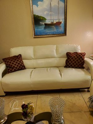 Sofa (FREE) for Sale in Tampa, FL