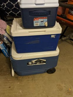 3x Cooolers Rubbermaid, Igloo for Sale in Youngsville,  NC