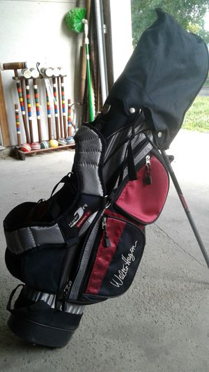 Walter Hagen Jr series 2 right handed golf clubs for Sale in Delaware, OH
