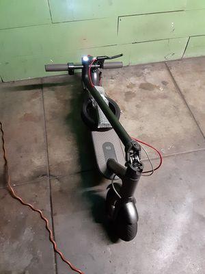 Xiaomi electric scooter va a 28 lo hice mas rapido para ke pueda Suva la suvidas mas mejor esta como nueva 10/10 con cargador for Sale in Los Angeles, CA