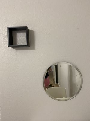 Round beveled mirror with modern design and 1 cube shelf for Sale in Houston, TX