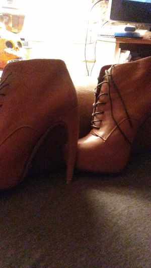 ALDO women's high=heel. Shoes...Cream colored leather brown boots, size U s 9, in excellent condition..brand new never been worn...... for Sale in Phoenix, AZ