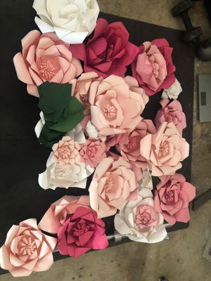 Paper flowers 🌺 for Sale in Grand Prairie, TX