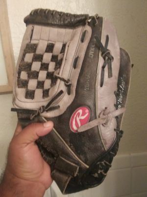 Rawlins 13 1/2 softball glove for Sale in Irving, TX