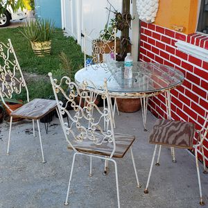 Patio antique sitting chair and table for Sale in Lake Worth, FL