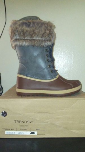Bota para dama frio y nieve for Sale in West Covina, CA